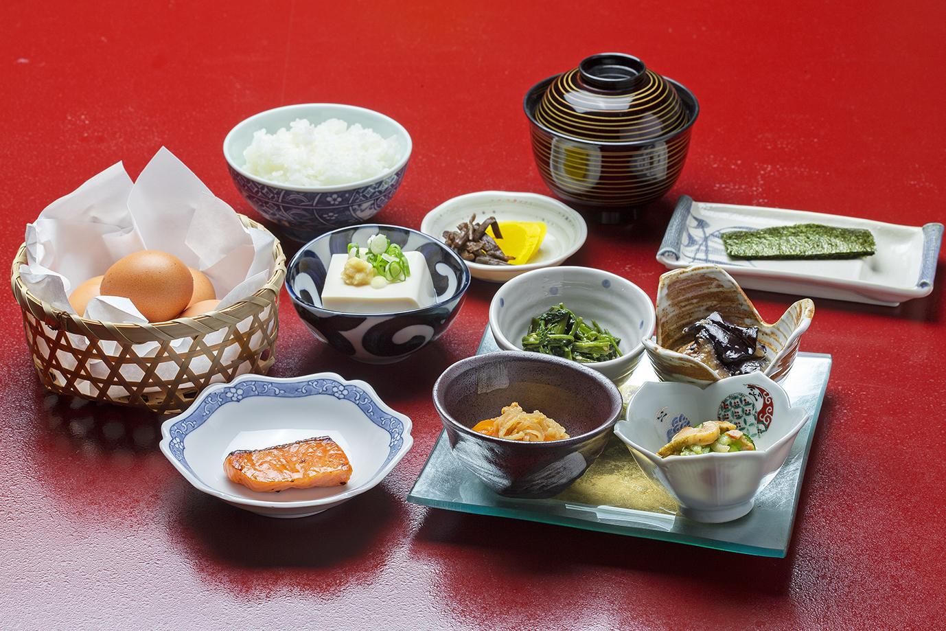 本館朝食:和食(990円税込)